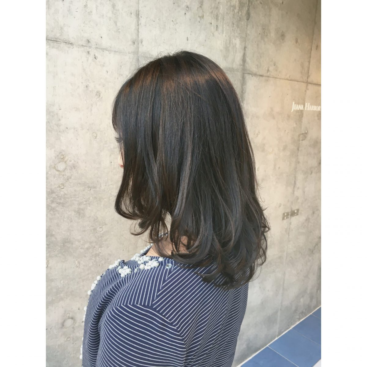 《明るい白髪染め》ハイライトで白髪をぼかす 〜暗く染めてしまうのはもったいない、白髪こそハイライトの原石編〜