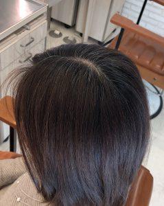 明るく白髪を染める美容師